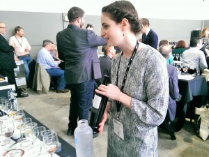 Andrea Morris, prestigiosa sommelier, selecciona un vino de Bodegas Rubicón en el ICC
